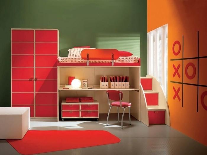 peinture-chambre-enfant-en-vert-et-orange-avec-des-accents-rouges-lit-en-hauteur-techniques-gain-de-place-formes-géométriques