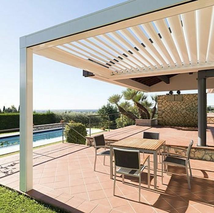 pergola-bioclimatique-blanche-style-contemporain-pergola-installée-près-d-une-piscine