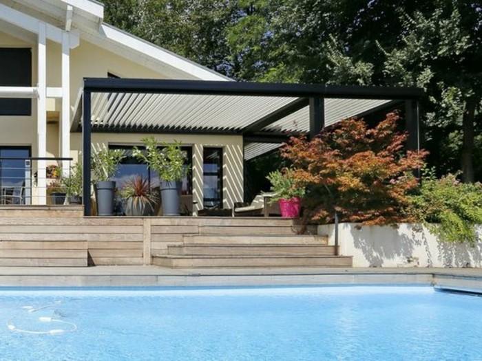 pergola-bioclimatique-qui-embellit-le-design-de-la-maison-adjacente-paysage-pittoresque