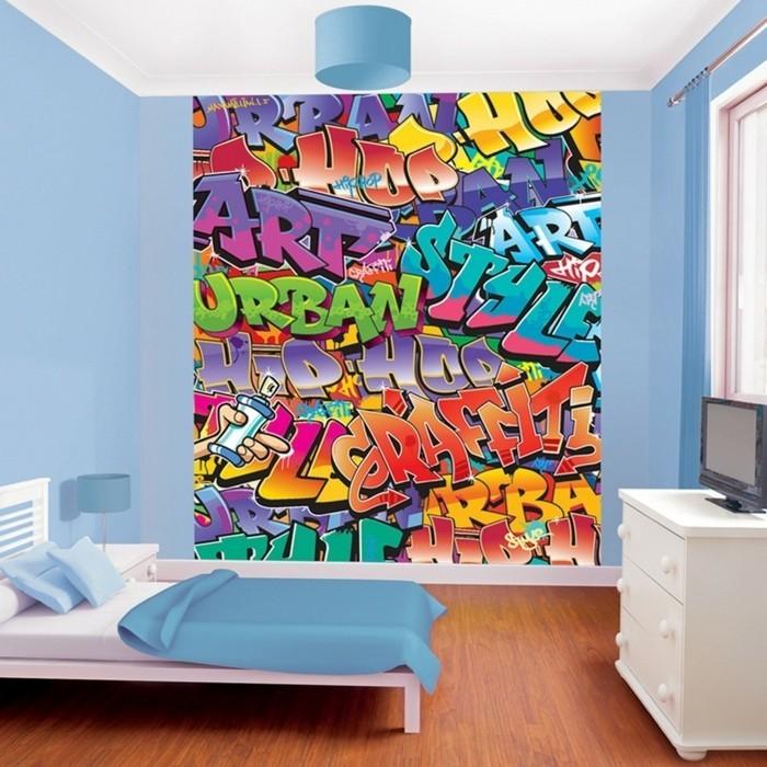 idee-peinture-chambre-enfant-originale-mur-en-graffiti-lit-en-bois
