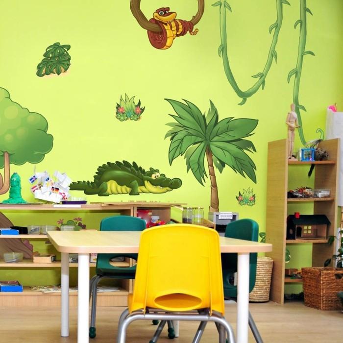 peinture-chambre-enfant-jaune-avec-des-stickers-muraux-représentant-des-animaux-ambiance-enjouée-propice-au-jeu