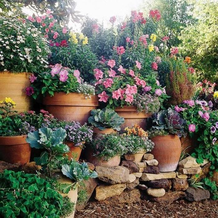98-Murs de cloture. Pot de fleurs.