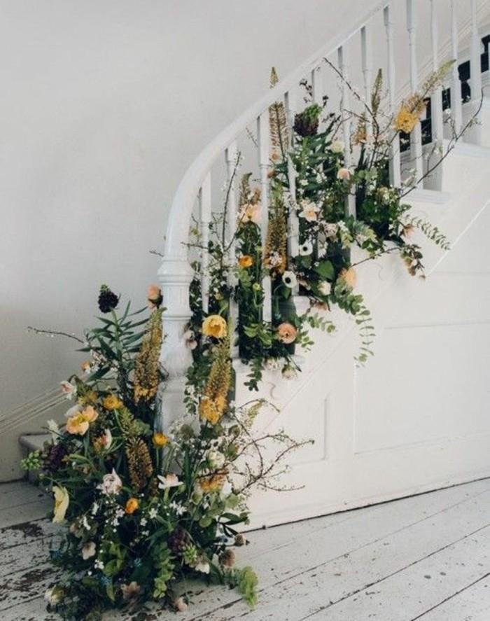 deco-escalier-avec-de-jolies-fleurs-magnifique-idee-renovatin-escalier