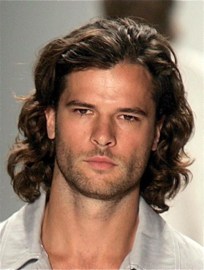 beau-cheveux-coupe-homme-cheveux-court