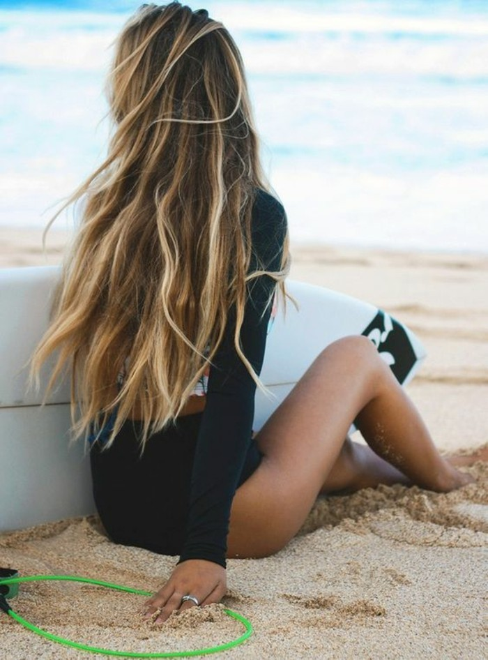 beauté-plage-mèche-caramel-sur-cheveux-châtain