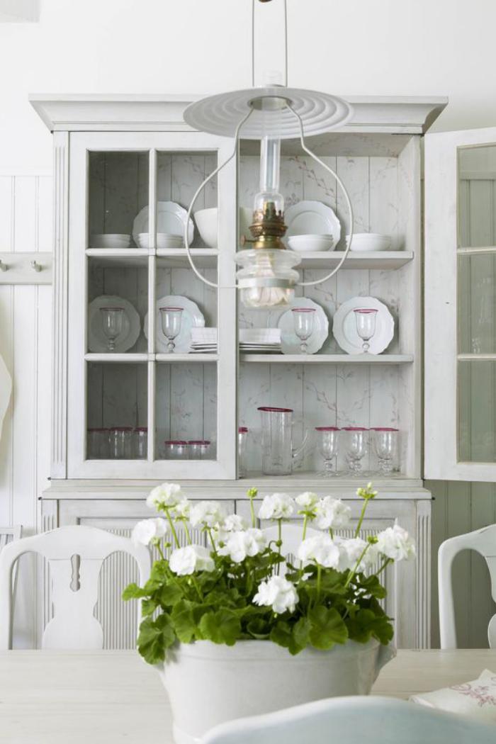 buffet-de-salle-à-manger-joli-vaisselier-blanc-style-traditionnel
