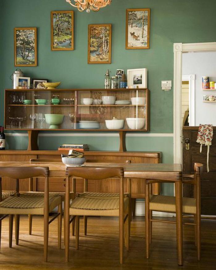 buffet-de-salle-à-manger-style-mid-century-avec-petite-vitrine