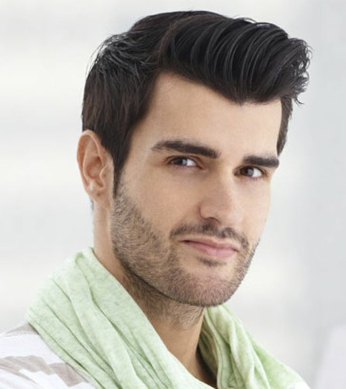 cheveux-épais-homme-coupe-de-cheveux-homme-court-sur-les-cotés-long-dessus-coiffures-mi-longues-homme