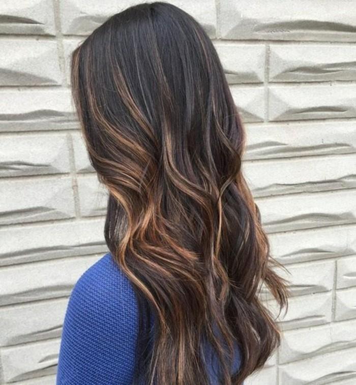 cheveux-chatain-clair-avec-meche-caramel