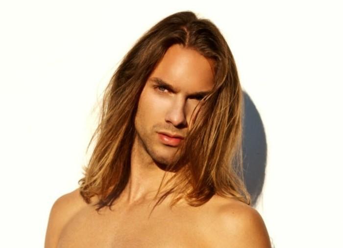 Coupe cheveux tres long homme