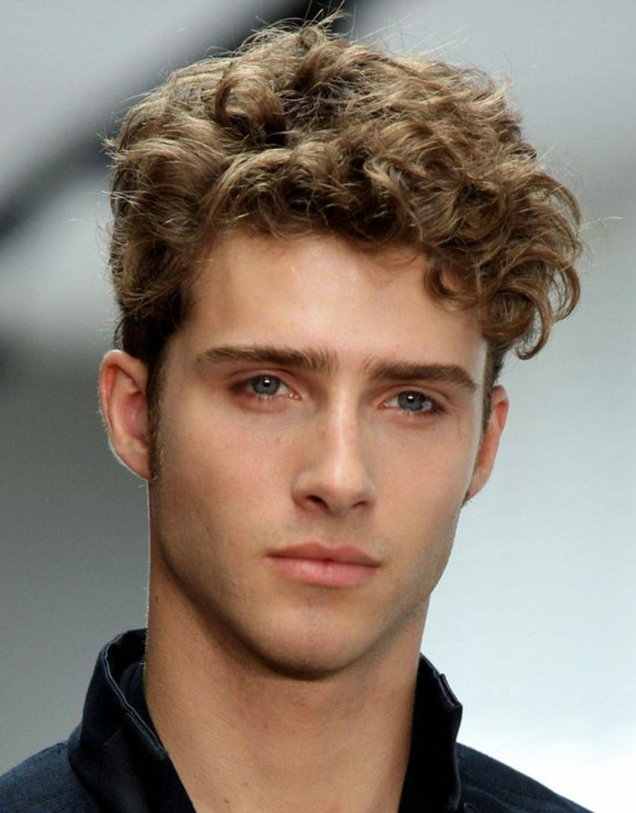 Coupe homme frise long