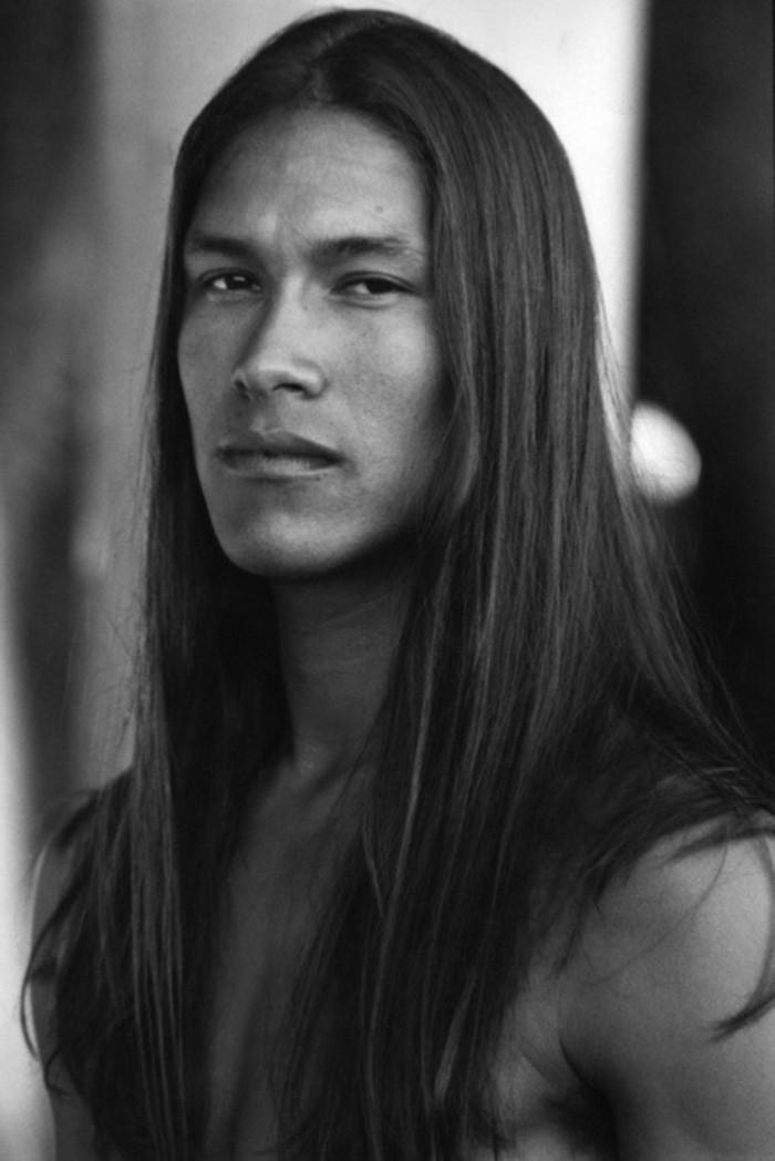 cheveux-long-homme-coupe-de-cheveu-homme