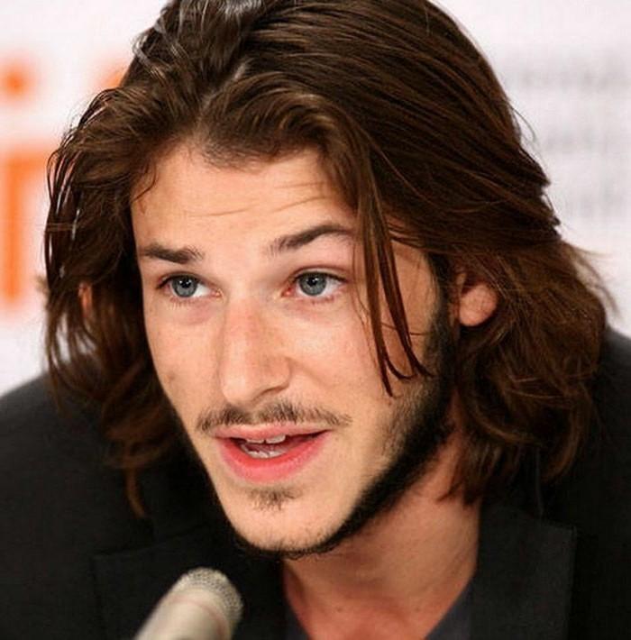 cheveux-long-homme-coupe-de-cheveux-homme-