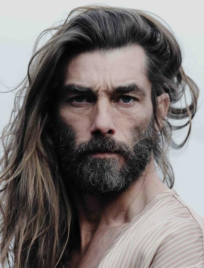 cheveux-long-homme-coupe-de-cheveux-homme-court-sur-les-cotés-long-dessus