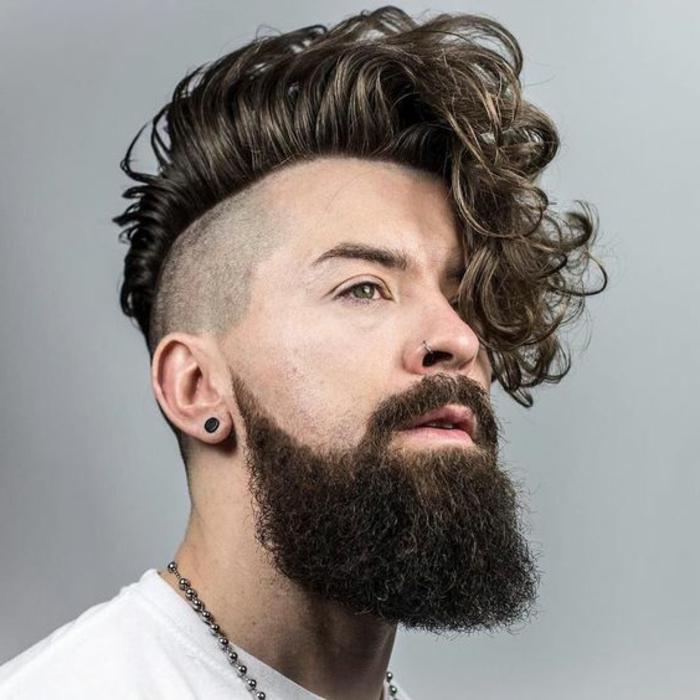 coiffure-cheveux-bouclés-homme-coupe-courte-cheveux-frises