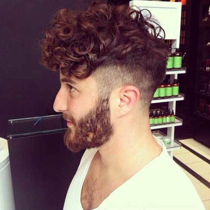 Boucler les cheveux des hommes