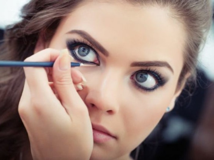 comment-maquiller-les-yeux-bleus-eyeliner-yeux-bleus-idees-maquillage