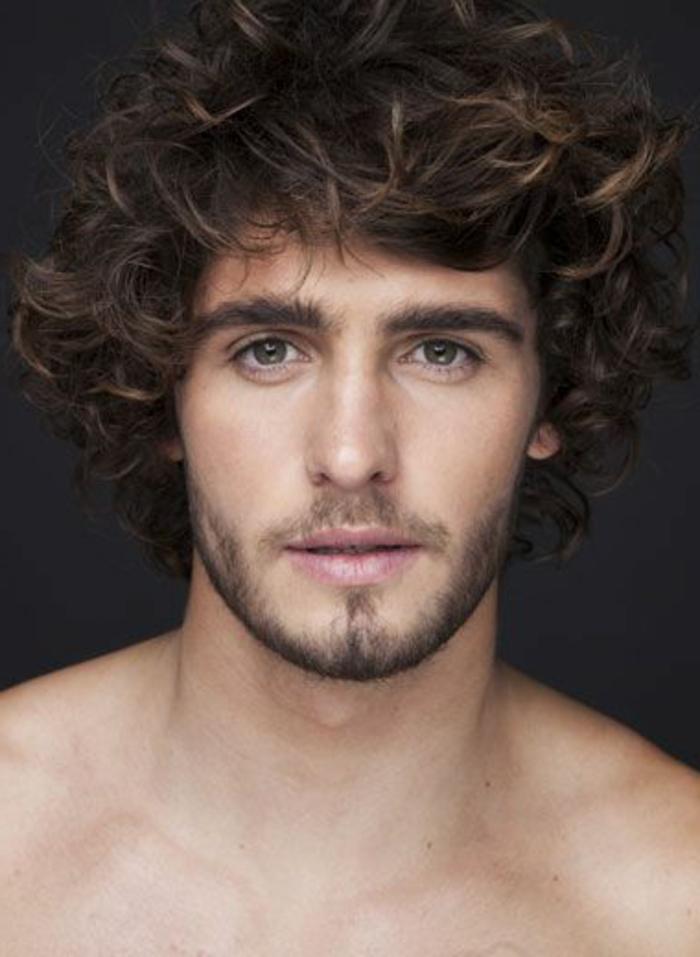 coupe-de-cheveux-frisés-longs-coupe-de-cheveux-homme-boucles-quelle-coupe-choisir