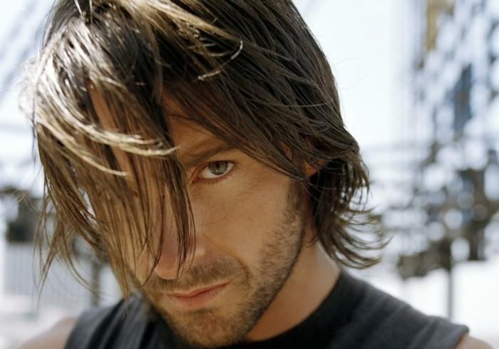 coupe-de-cheveux-homme-mi-long-cheveux-long-homme