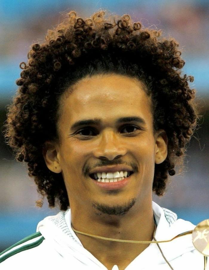 coupe-de-cheveux-homme-noir-coiffure-afro-américaine-homme