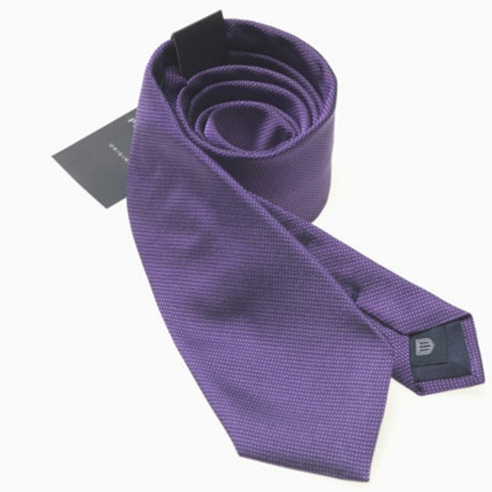 cravate-pour-homme-moderne-en-violet