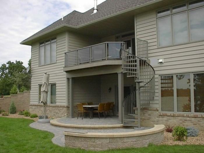 escalier-colimaçon-extérieur-joli-design-en-spirale