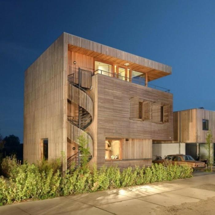 escalier-colimaçon-exterieur-maison-en-bambou-style-moderne