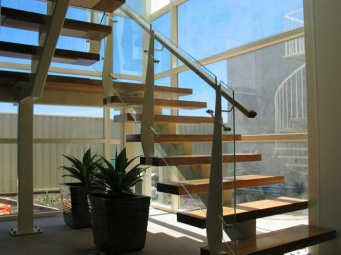 escalier-extérieur-bois-ballustrade-en-verre-marches-escalier-en-bois