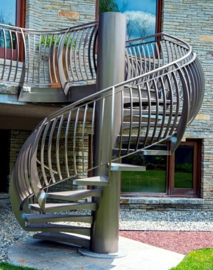 escalier-exterieur-en-acier-design-extraordinaire-escalier-helicoidal