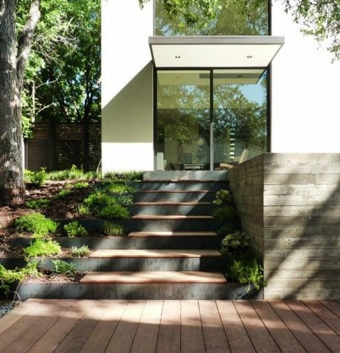 escalier-exterieur-escalier-en-béton-envahi-par-la-verdure