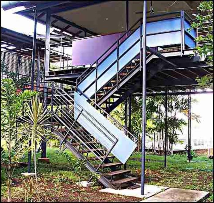 escalier-exterieur-escalier-bois-metal-escalier-demi-tournant-exterieur