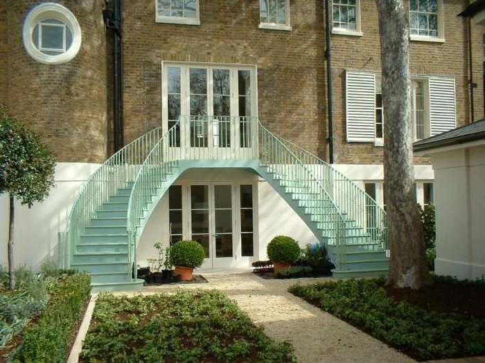 escalier-exterieur-jolie-suggestion-escalier-metallique-design-escalier-quart-tournant