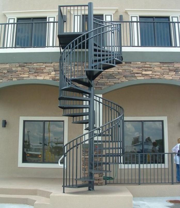 escalier-helicoidal-exterieur-design-simple-et-esthétique