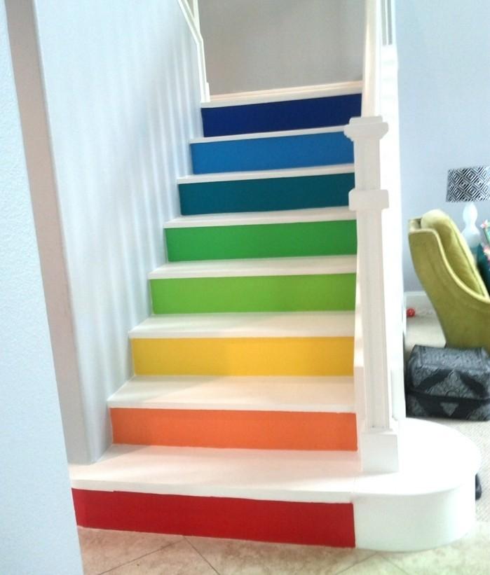escalier-moderne-escalier-coloré-pour-une-ambiance enjouée