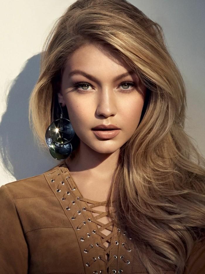 excellente-coupe-mi-long-blond-foncé-idée-magnifique-Gigi-Hadid