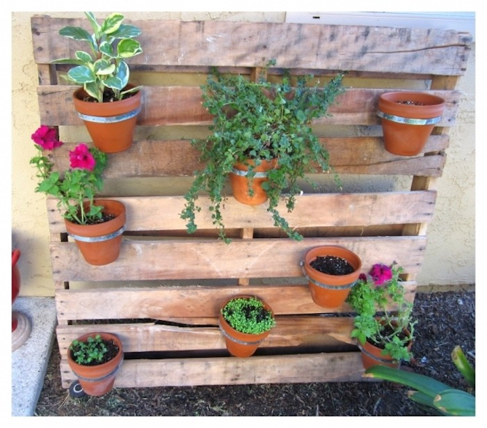 fabriquer-une-jardinière-en-bois-en-palette-pots-fleurs