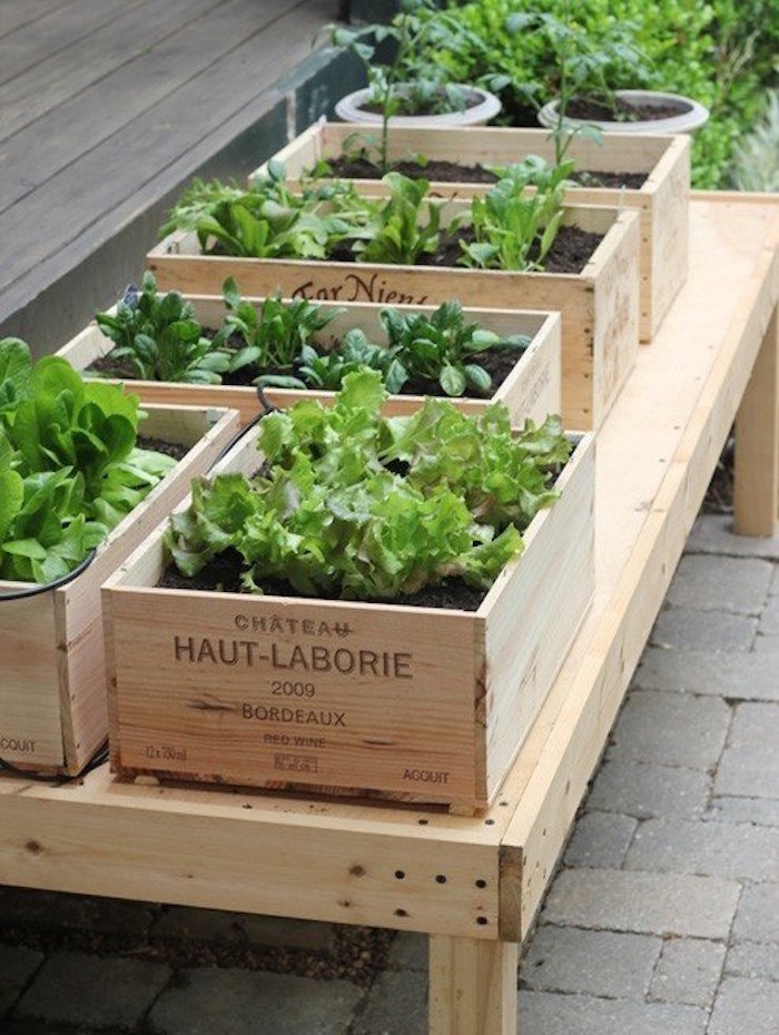 fabriquer-une-jardinière-en-bois-caisse-vin-pas-cher-