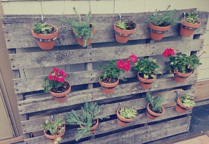 with fabriquer une jardiniere en palette pour fleur. Black Bedroom Furniture Sets. Home Design Ideas