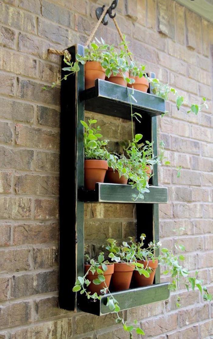 fabriquer-une-jardinière-jardiniere-en-bois-suspendue