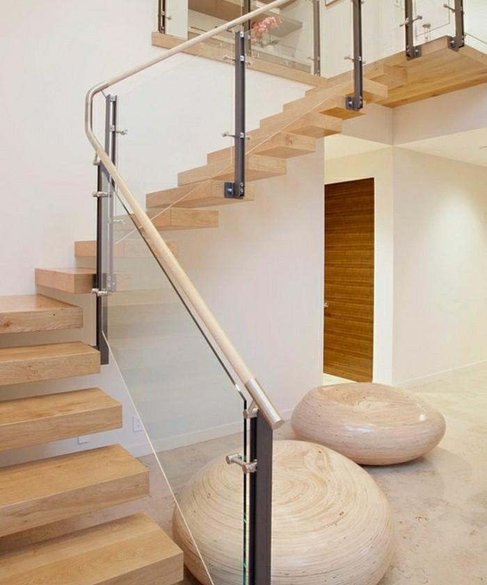 escalier-moderne-garde-corps-en-verre-décoration-marches-en-bois