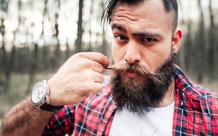 homme-avec-barbe-longue