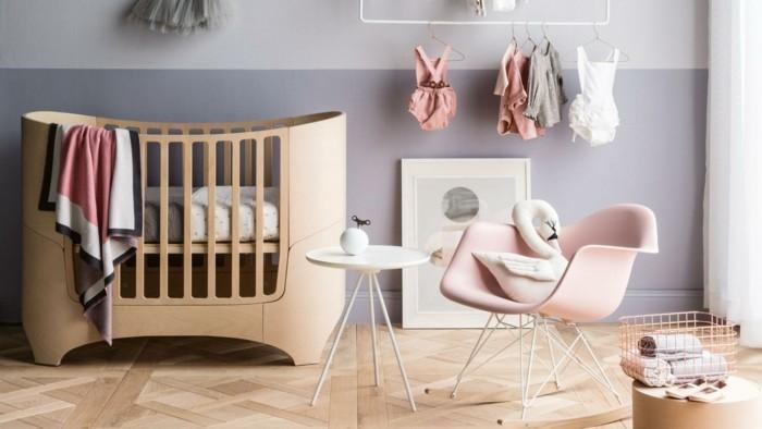idée-originale-peinture-chambre-bebe-bleue-deco-chambre-bebe-fille-en-gris-lit-bébé-design-intéressant-fauteuil-rose-petite-table-blanche