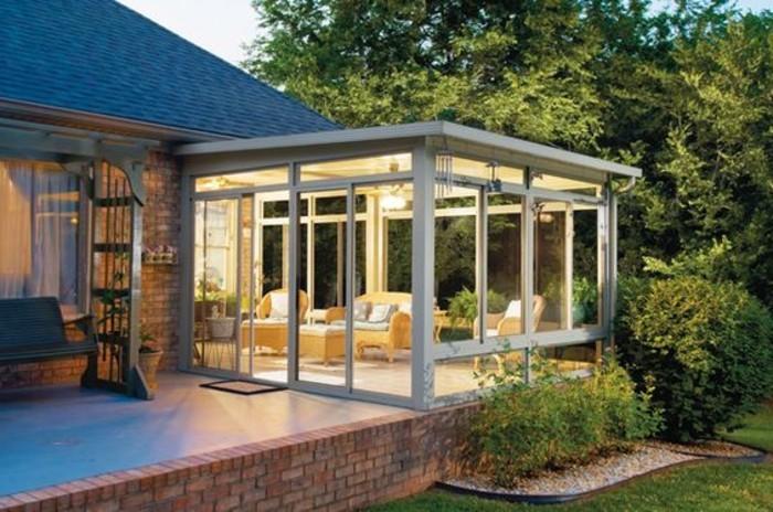 jolie-extension-de-maison-en-blanc-veranda-toit-plat-deco-veranda-moderne-et-esthétique