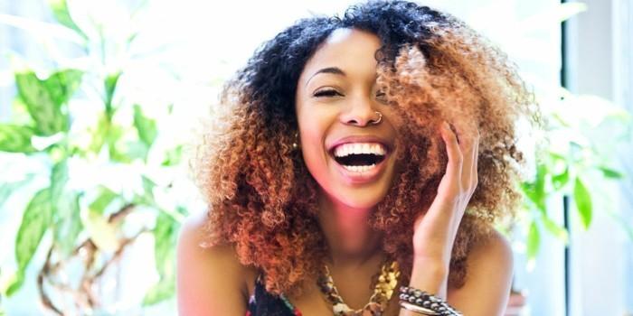 jolie femme coloration cheveux blancs henne femme - Meilleure Coloration Cheveux Blancs