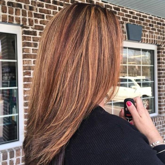 les-cheveux-brun-meches-caramel-cheveux-mèches-caramel