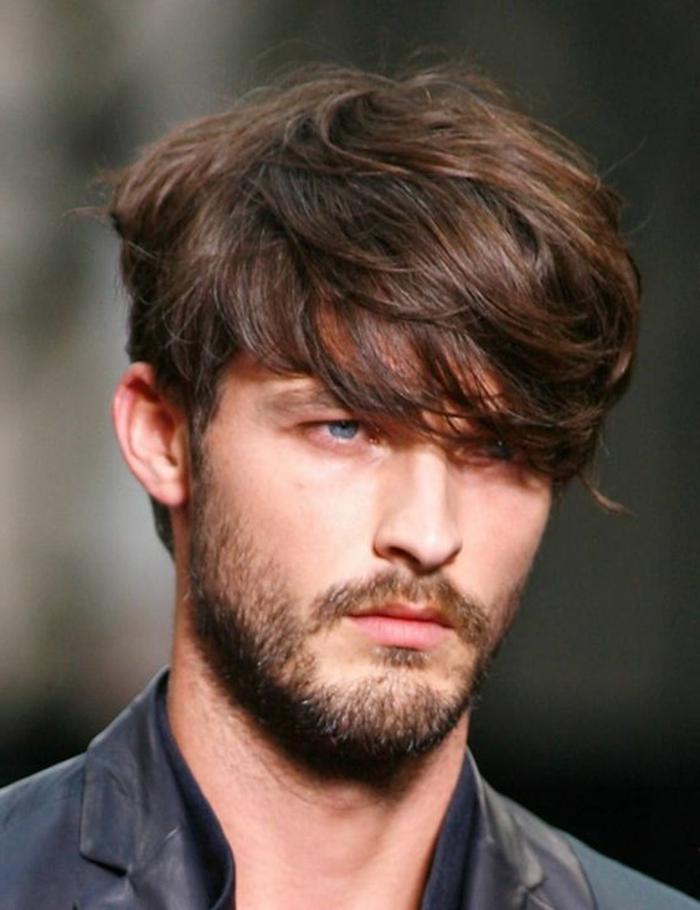 les-coiffures-cheveux-frisés-pour-cheveux-longs-cheveux-frises-homme