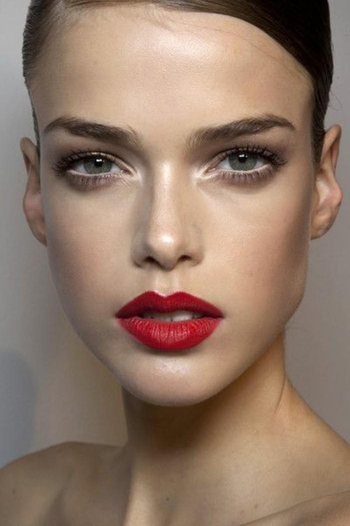 les-tendances-2017-chez-le-maquillage-yeux-verts-bleus-leçon-de-maquillage