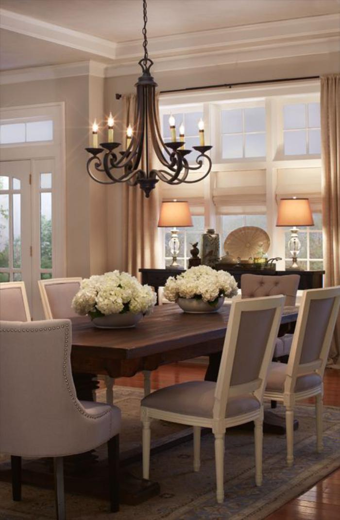 luminaire-de-salle-à-manger-chandelier-rustique-et-déco-avec-fleurs-blanches