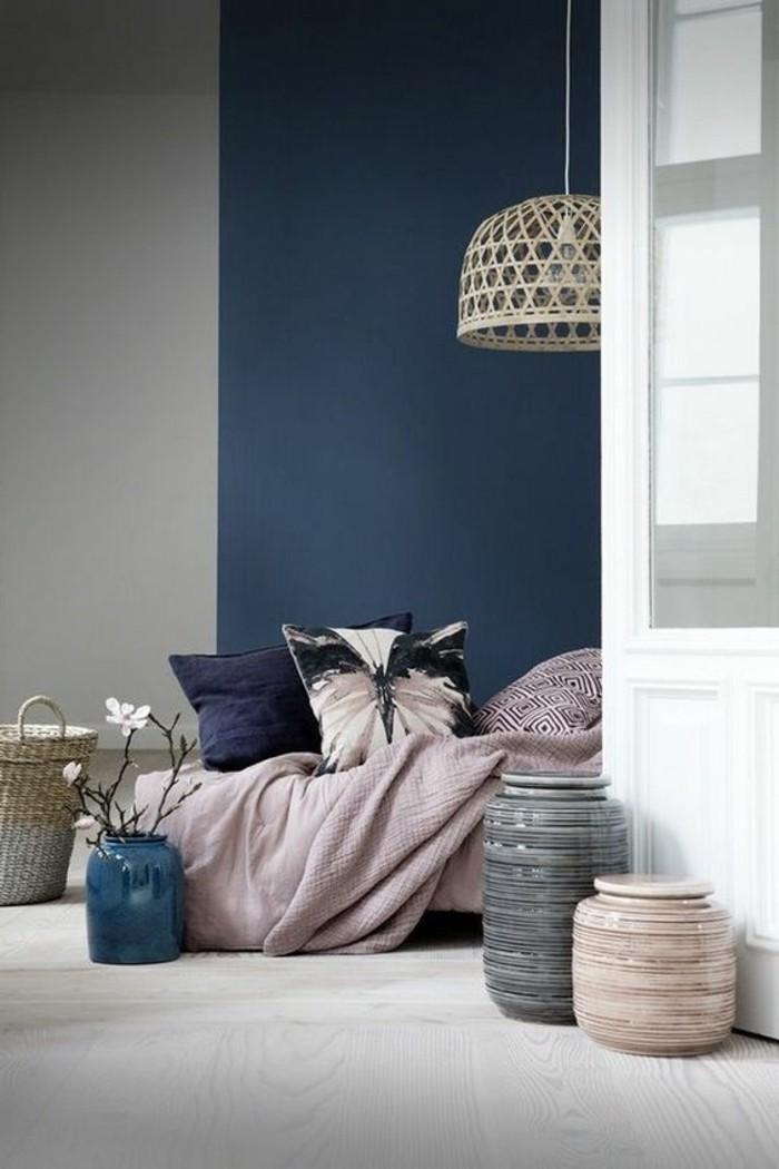 lustre-moderne-pas-cher-en-rotin-pour-la-salle-a-coucher-en-bleu-et-gris
