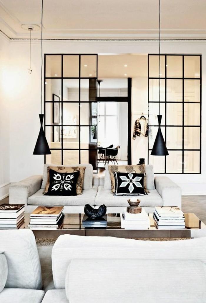lustres-design-en-noir-pour-le-salon-chic-canape-blanc-table-de-salon-en-bois-canapé-gris